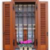 Persiane impacchettabili ideali per finestre arretrate rispetto alla facciata
