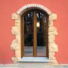 Porta finestra con lavorazione ad arco in PVC pellicola rovere gold